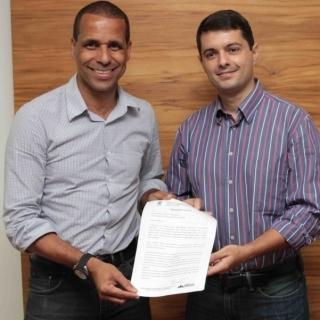 Prefeito Juninho e Gustavo Vieira, presidente eleito da FES