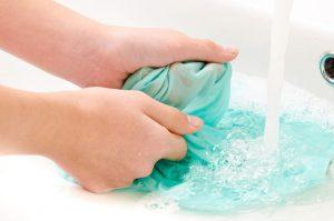 lavar_roupa_mancha_desodorante