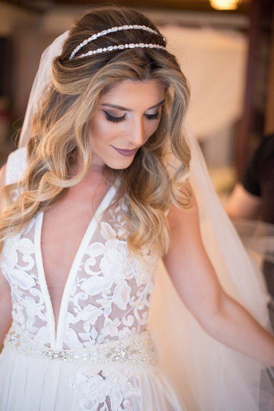 penteados para noivas felizes