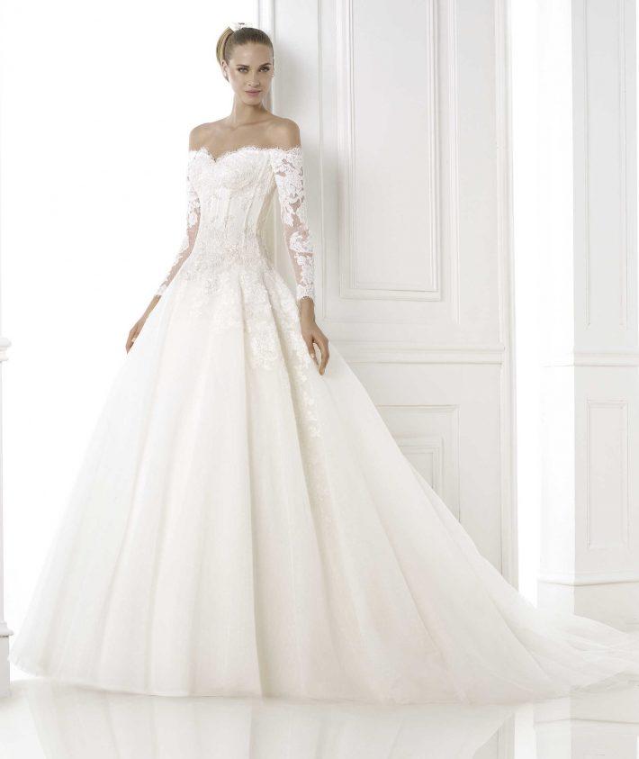 4e25f76d8d O vestido de noiva é sem dúvida um dos coadjuvantes do casamento. Quando a  noiva entra na igreja todas os olhares estarão voltados para ela e