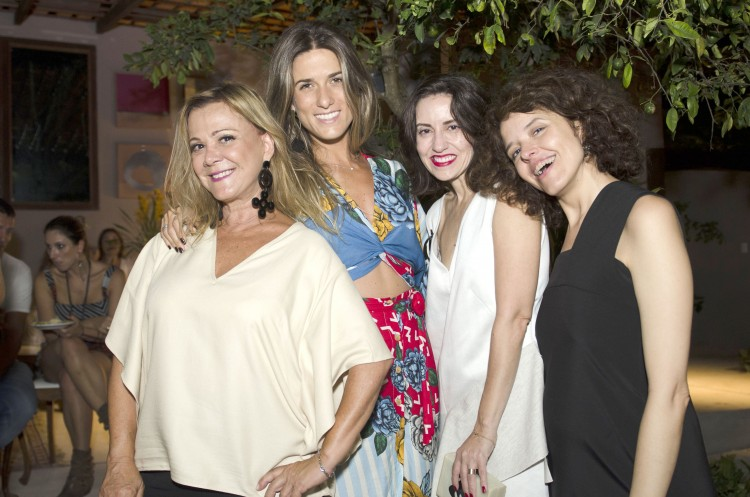 A anfitriã Joana Pinheiro, Renata Americano, a jornalista de moda homenageada Silvana Holzmeister e Eleonora Alves: moda em Manguinhos.