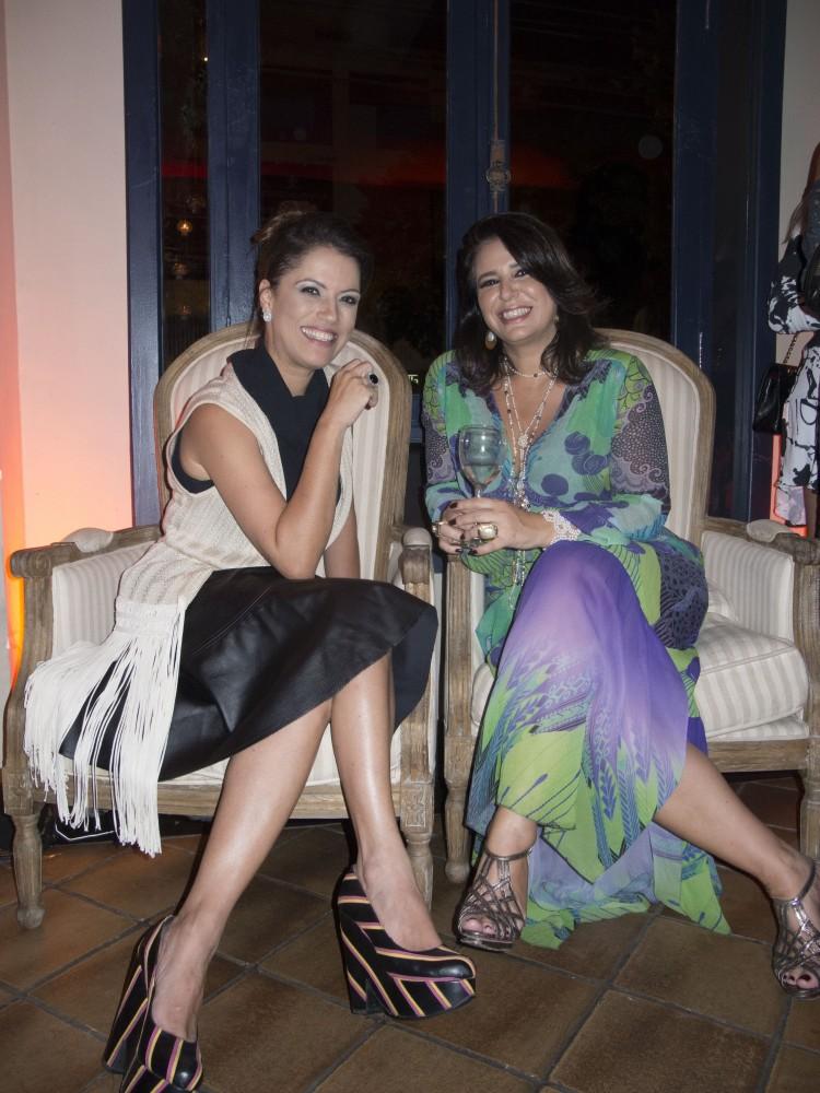 Raphaela Milet e Karla Toríbio Pimenta: em happy hour only for women na cidade. Foto: Mônica Zorzanelli