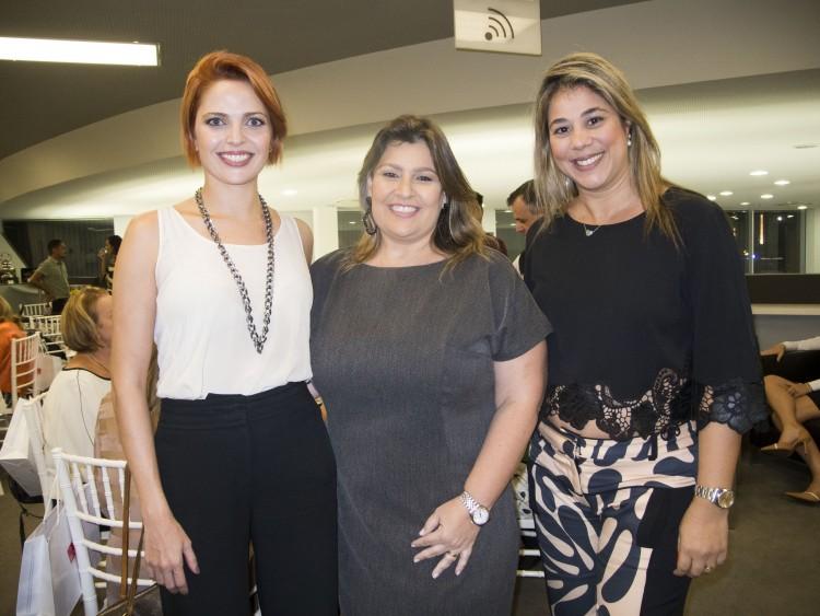 Marília Mattos, Juliana Braz e Roberta Camatta: em tarde de chá só para elas. Foto: Mônica Zorzanelli