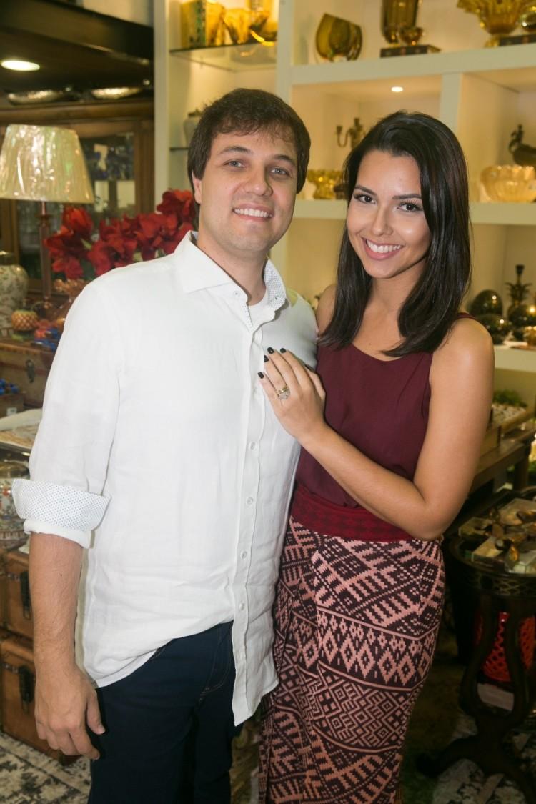 Rafael Lorenzon e Janaína Nunes: anfitriões de evento que reuniu arquitetos e decoradores da cidade. Foto: Cacá lima