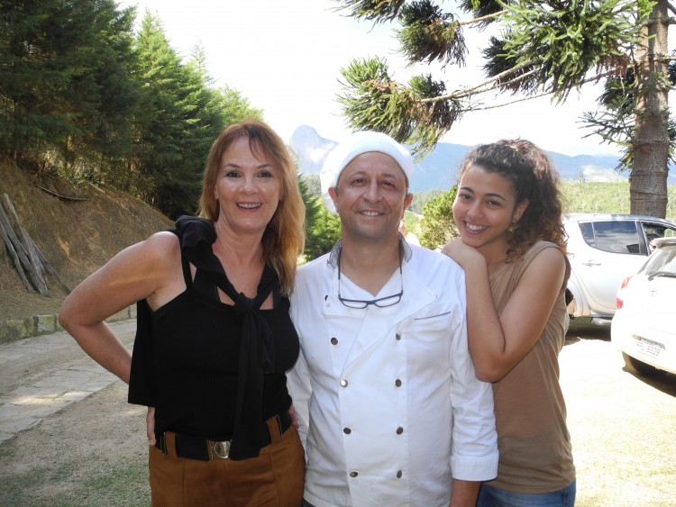 Clau Lorenzoni, Piergiogio e Rachele Giardina: recém-inaugurado restaurante na região de Pedra Azul.