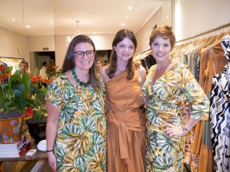A estilista Alessandra Affonso, Andreia Madeira e Claudia Scarton: noite de moda em Vitória.