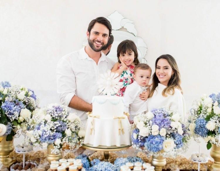 Paulo e Karla Lessa: no batizado do filho Guido, ao lado da irmã Mariah. Foto: Helena Nogueira