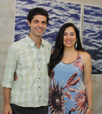 O artista Ernesto Bonato e Gorete Thorey: na abertura da exposição de arte contemporânea, em Vix. Foto: Thuanny Louzada/MZfotoarte
